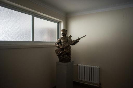 Sculpture exposée dans un couloir des Studios artistiques de Mansudae à Pyongyang le 29 novembre 2016 © Ed JONES AFP