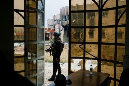 Un Irakien des forces d'élite du contre-terrorisme dans l'université de Mossoul, le 15 janvier 2017 © Dimitar DILKOFF AFP