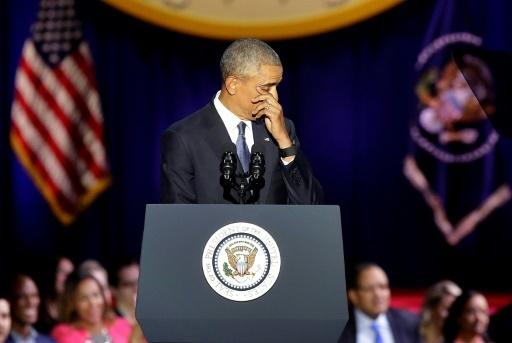 Barack Obama essuie une larme lors de son discours d'adieu le 10 janvier 2017 à Chicago  © Joshua LOTT AFP/Archives