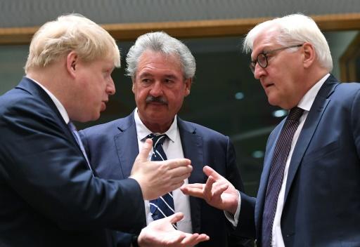 Les ministres des Affaires étrangères britannique Boris Johnson, luxembourgeois, Jean Asselborn,  et allemand, Frank-Walter Steinmeier, le 16 janvier 2017 à Bruxelles © EMMANUEL DUNAND AFP
