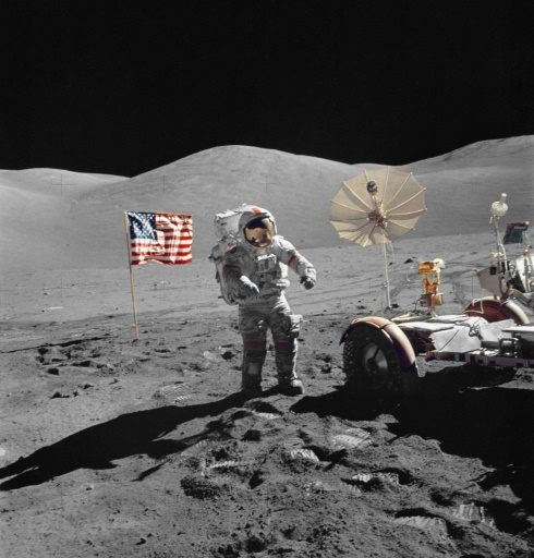Eugene Cernan, commadant du vaisseau Apollo 17 et dernier astronaute à avoir marché sur la Lune, le 13 décembre 1972, lors de la dernière mission habitée américaine © Harrison H. SCHMITT NASA/AFP