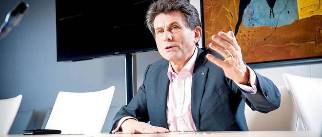 Henri de Castries, ancien PDG du groupe Axa, ne cache pas son admiration pour le candidat.