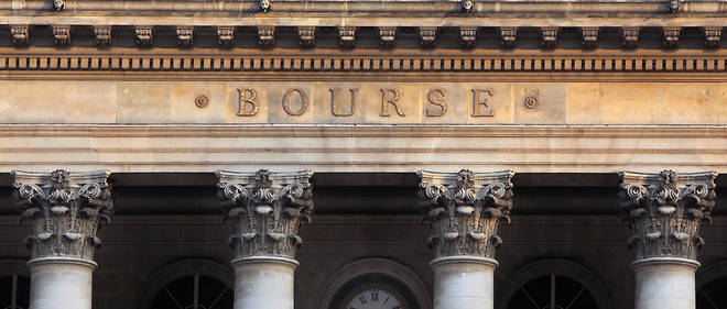 Part of the facade of the Bourse de Paris or Paris stock exchange, Place de la Bourse, Paris, France, with corinthian capitals below the lettering. The neoclassical building is based on a Roman temple design with a corinthian colonnade, and was designed by Alexandre-Theodore Brongniart 1808-13 and completed by Eloi Labarre 1813-26. Picture by Manuel Cohen