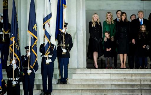 Donald Trump entouré de sa famille au Lincoln Memorial le 19 janvier 2017 à Washington © Brendan Smialowski AFP