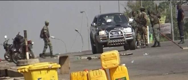 Des militaires demandant une hausse de leur solde et le paiement de primes, disent les autorités, ont pris le contrôle de la deuxième ville de Côte d'Ivoire, Bouaké. Ici, le 6 janvier 2017.