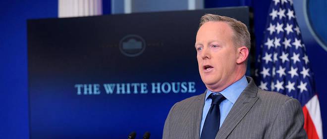 """""""C'est la plus grande foule qui ait jamais assisté à une investiture, point barre."""" Malgré lui, Sean Spicer, le porte-parole de Trump, est devenu un mème internet."""