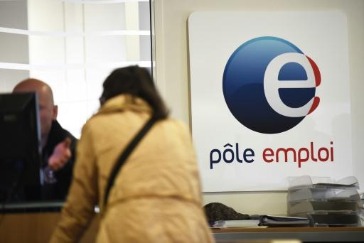 Une femme se renseigne le 27 avril 2016 auprès de Pôle emploi à Montpellier (France)  © PASCAL GUYOT AFP/Archives