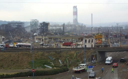 Vue du site de l'usine chimique AZF à Toulouse le 21 septembre 2001 après l'explosion qui a fait 31 morts et 2.500 blessés © ERIC CABANIS AFP/Archives
