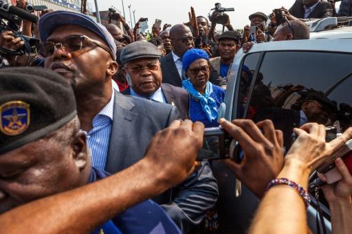 Etienne Tshisekedi (C) entouré de la foule à son retour triomphal le 24 janvier 2017 à  Kinshasa © Eduardo Soteras AFP/Archives
