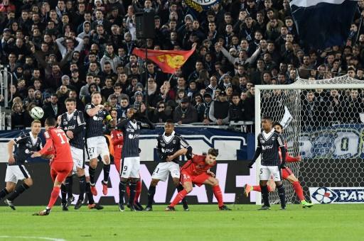 Angel Di Maria inscrit un but sur coup franc pour le PSG contre Bordeaux en Coupe de la Ligue, le 24 janvier 2017 au stade Matmut Atlantique © MEHDI FEDOUACH AFP