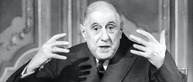 Le président français Charles de Gaulle donne une interview à l'ORTF à Paris le 11 avril 1969.