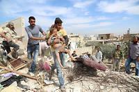 Des Syriens tentent de sauver des victimes sous les décombres après des bombardements à Alep le 17 octobre 2016. ©Ahmed al Ahmed / Anadolu Agency