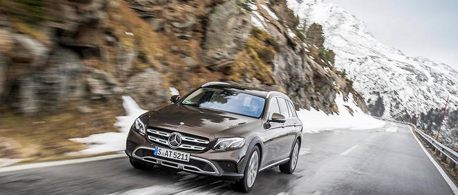 E 220 d 4 MATIC All-Terrain; Farbe: citrinbraun; Leder: Leder beigeE 220 d 4 MATIC All-Terrain; Paint: citrine brown; Leather: Leather beige E 220 d 4 MATIC All-TerrainKraftstoffverbrauch kombiniert:  5,2 l/100 km, CO2-Emissionen kombiniert: 137 g/kmFuel consumption, combined:   5,2 l100 km, CO2 emissions, combined:  137 g/km