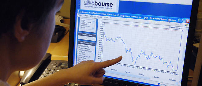 A person poses as she consults a website showing the graph of Paris CAC 40 stock market, 21 January 2008 in Paris. Paris stock market index closed 6.83  lower today, its biggest drop since the terror attacks of 11 September, 2001. AFP PHOTO STEPHANE DE SAKUTIN / AFP PHOTO / STEPHANE DE SAKUTIN