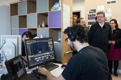 Jean-Luc Mélenchon visite l'Ecole nationale du jeu et des médias interactifs et numériques (ÉNJMIN), le 27 janvier 2017 à Angoulême © Yohan BONNET AFP
