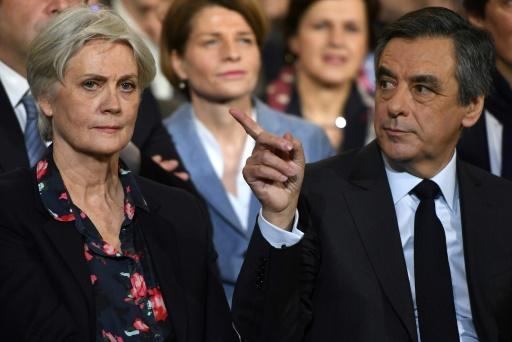 Penelope Fillon (g) et son époux François Fillon, le 29 janvier 2017 à Paris © Eric FEFERBERG AFP