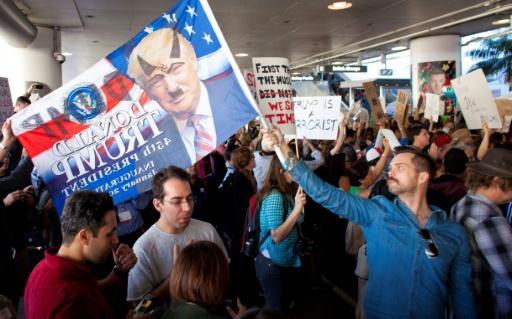 Manifestation contre le décret anti-immigration à l'aéroport de Los Angeles, le 29 janvier 2017 © Konrad Fiedler AFP
