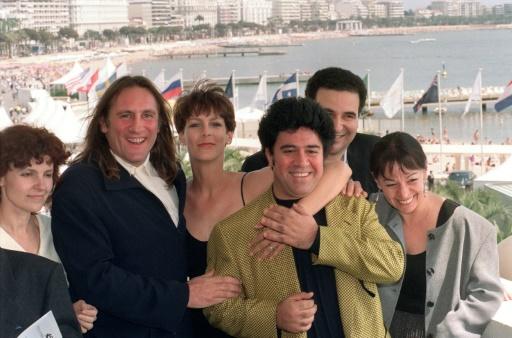 Gérard Depardieu, Jamie Lee Curtis et Pedro Almodovar le 07 mai 1992 à Cannes © MARIO GOLDMAN AFP/Archives