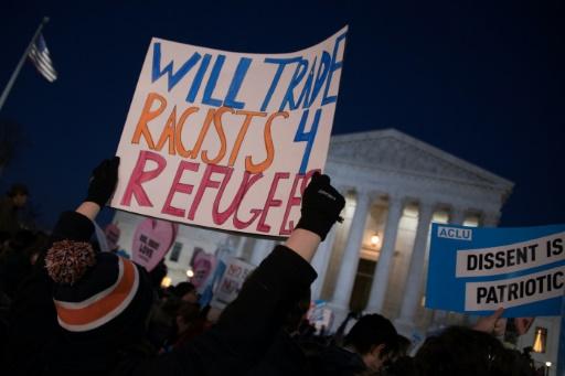 Manifestation contre le décret sur l'immigration, le 30 janvier 2017 devant la Cour Suprême à Washington © JIM WATSON AFP