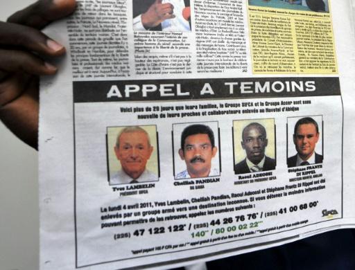 Appel à témoins diffusé dans un journal ivoirien, le 3 mai 2011, un mois après le kidnapping de quatre personnes au Novotel d'Abidjan © SIA KAMBOU AFP/Archives