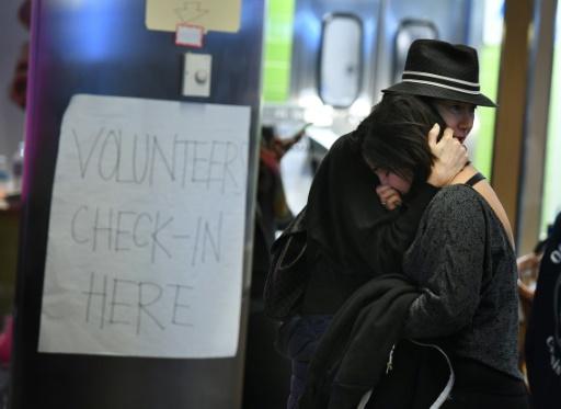 Une Iranienne en larmes, le 30 janvier 2016 à l'aéroport de Los Angeles © Mark RALSTON AFP