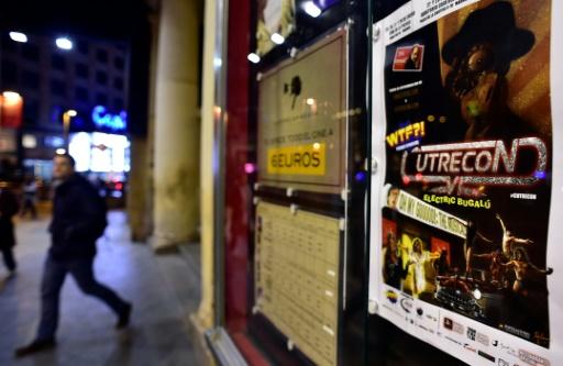 Une affiche fait la promotion du sixième festival du mauvais cinéma Cutrecon à Madrid, le 25 janvier 2017 © GERARD JULIEN AFP
