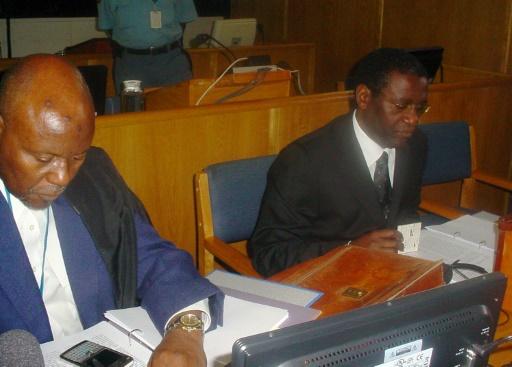 L'ancien ministre rwandais Augustin Ngirabatware (d) lors de sa première comparution devant le Tribunal pénal international pour le Rwanda, le 10 octobre 2008 à Arusha, en Tanzanie © EPHREM RUGURIRIZA AFP/Archives
