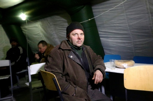Des personnes parmi les 20.000 habitants de Avdiivka dans la province de Donetsk ontr trouvé refuge et un peu de chaleur sous des tentes, le 31 janvier 2017 © Aleksey FILIPPOV AFP