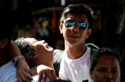 Des proches de Michael Siaron, conducteur de cyclopousse âgé de 30 ans, et abattu dans une rue de Manille le 22 juillet 2016, assistent à ses funérailles le 3 août 2016 © NOEL CELIS AFP/Archives