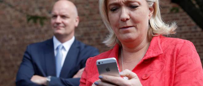 La campagne de Marine Le Pen est empoisonnée par l'affaire des emplois fictifs au Parlement européen.