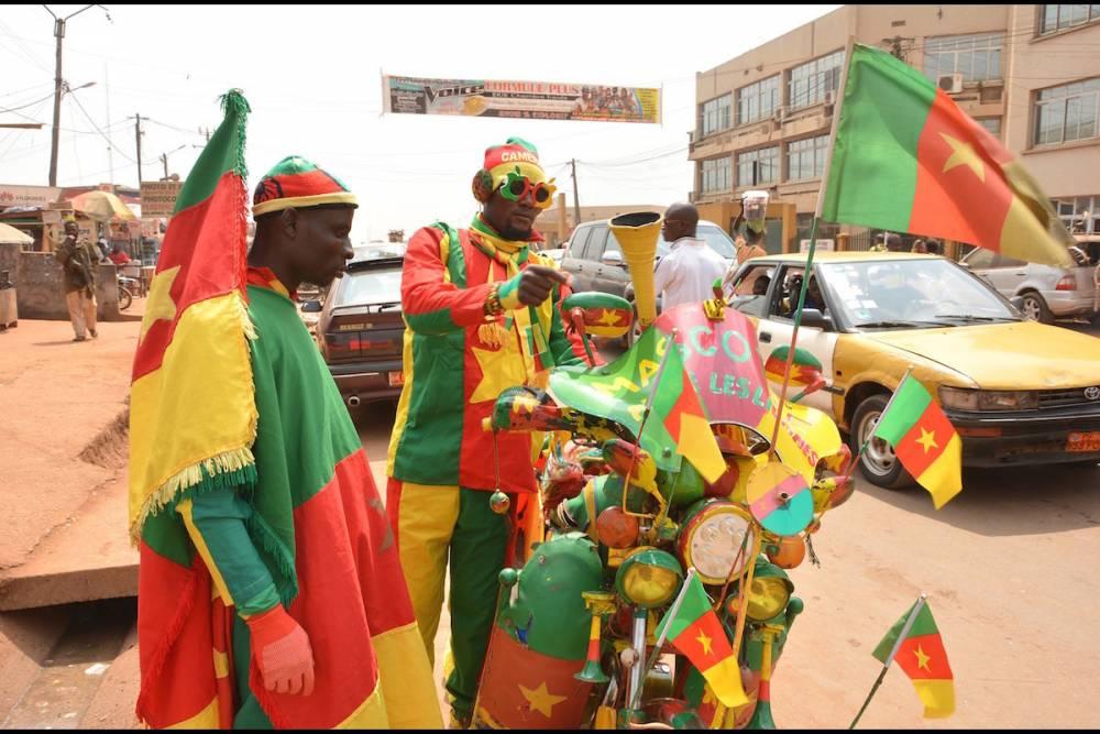 Yaoundé, janvier 2017 : des supporters des Lions indomptables en habit aux couleurs du drapeau camerounais.  © Jean Pierre Kepseu Jean Pierre Kepseu / Anadolu Agency