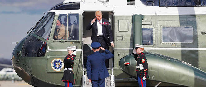 """Hard power"". Maryland, 26 janvier. Donald Trump, quittant l'helicoptere presidentiel, s'apprete a effectuer son premier vol sur Air Force One."