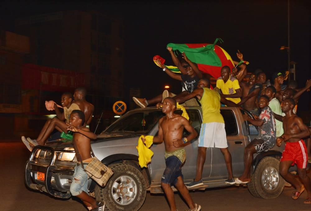Toute le bonheur des Camerounais qui ont pris d'assaut les rues du pays.  ©   Jean Pierre Kepseu / Anadolu Agency