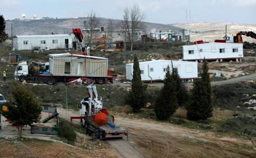 Enlèvement des maisons préfabriquées de la colonie israélienne d'Amona, le 6 février 2017 en Cisjordanie  © THOMAS COEX AFP