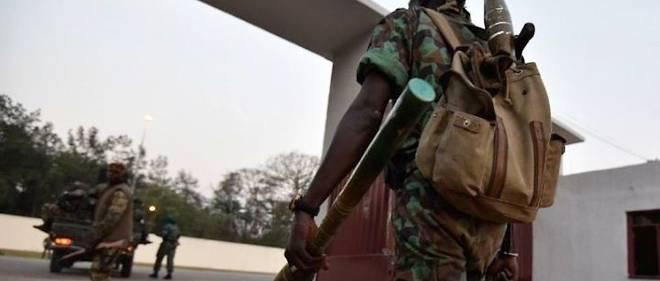 Mardi 17 janvier 2017. Deux soldats faisant partie d'un groupe de mutins de l'École des forces armés (EFA) de Zambakro qui revendiquaient leur part de primes dans la capitale politique ivoirienne ont été tués a et plusieurs de leurs frères d`armes blessés.