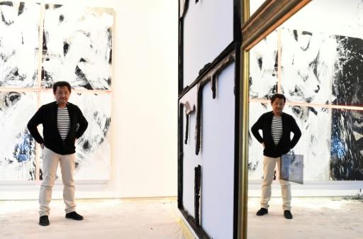 """Le photographe chinois Gao Bo présente ses """"Offrandes"""" à Paris à la Maison européenne de la photographie, le 6 février 2017 © ALAIN JOCARD AFP"""
