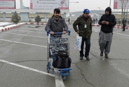 Le réfugié afghan Atiqullah Akbahri expulsé d'Allemagne, à l'aéroport international de Kaboul, le 24 janvier 2017 © WAKIL KOHSAR AFP