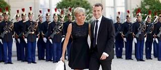 Le candidat à l'élection présidentielle Emmanuel Macron et son épouse Brigitte.