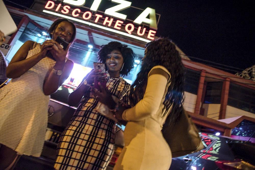 La discotheque l'IBIZA, juste a cote de sa consoeur Le Byblos est elle aussi courtisee par la jeunesse doree malienne. Situe dans le quartier hippodrome, celui ci est tres frequente en raison de ses nombreuses boites de nuit, maquis, restaurants et autres lieux de divertissement. ©  REA/Nicolas Remene