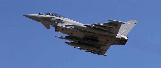 Ce contrat militaire a été conclu en 2003 par EADS avant d'être réduit à 15 appareils pour environ 1,7 milliard d'euros.