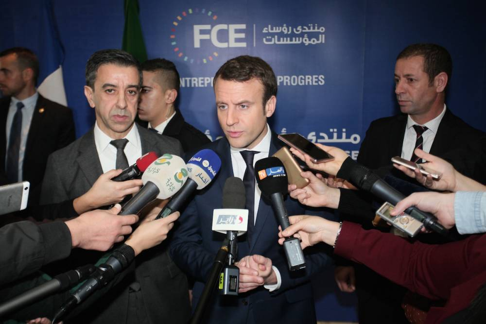 Le candidat à la présidentielle Emmanuel Macron est reçu le 14 février 2017 par le président du syndicat patronal algérien FCE, Ali Haddad. ©  Bechir Ramzy / Anadolu Agency