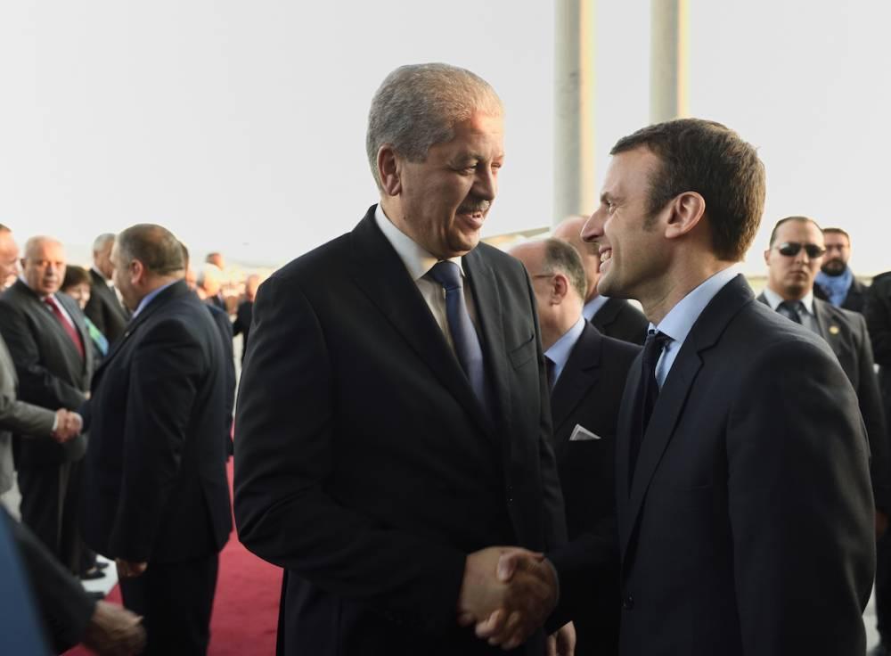 Le premier ministre algérien Abdelmalek Sellal et Emmanuel Macron, alors ministre français de l'Economie et de l'Industrie en avril 2016. En février 2017, le candidat Macron a été reçu par le premier ministre algérien. ©  ERIC FEFERBERG / AFP
