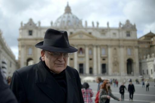 Le cardinal américain Raymond Burke, sur la place Saint-Pierre au Vatican, le 11 mars 2013 © JOHANNES EISELE AFP/Archives