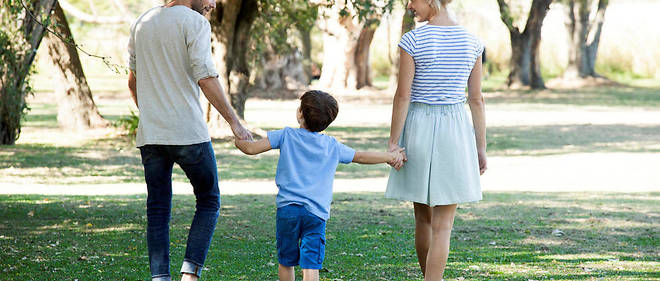 Ale Ventura/AltoPress/Maxppp ; Family with one child taking walk outdoors together (MaxPPP TagID: maxstockworld346880.jpg) [Photo via MaxPPP]