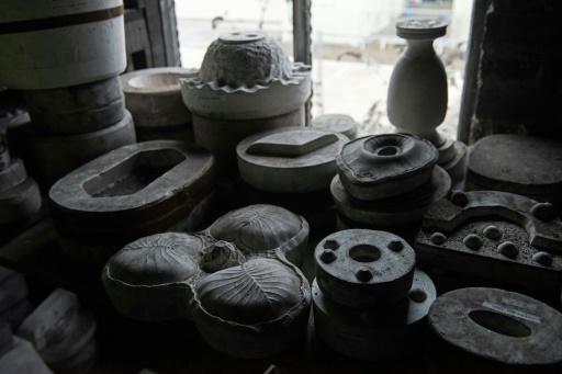 Des moules, vieux de plus de 80 ans pour certains, sur l'ancien site des poteries Spode, à Stoke-On-Trent en Angleterre, le 14 février 2017 © OLI SCARFF AFP