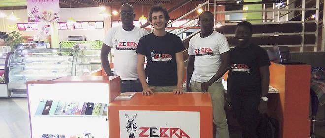 Inspiré. Aimé deLa Villejégu (au centre) a fondé Zebra, une société rentable dèsle premier mois,qui propose de réparer les mobiles.