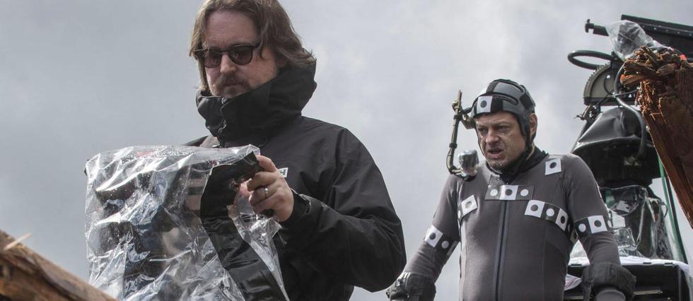 Matt Reeves (à gauche) avec Andy Serkis sur le tournage de La Planète des singes : l'affrontement