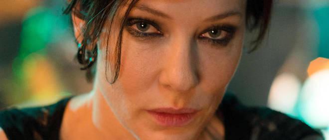 Cate Blanchett dans la videoManifesto, de Julian Rosefeldt auPalais des Beaux-arts, salle Melpomène.