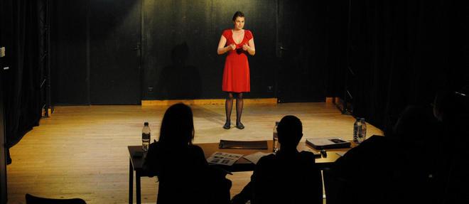 Représentation. Atelier théâtre animé par les professeurs du Cours Florent à la Paris School of Business. ©Thomas Briand
