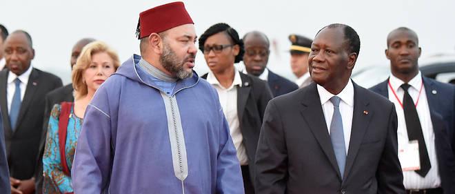 Le roi Mohammed VI du Maroc accueilli à Abidjan le 24 février 2017 par le président Alassane Ouattara après le périple du souverain chérifien qui l'a mené au Ghana, en Zambie et en Guinée.